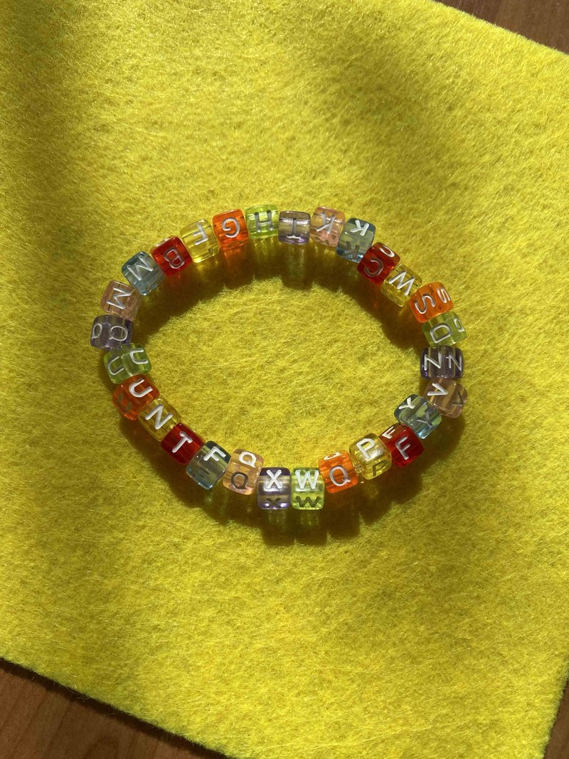 Pulseira Beads Candy Letters