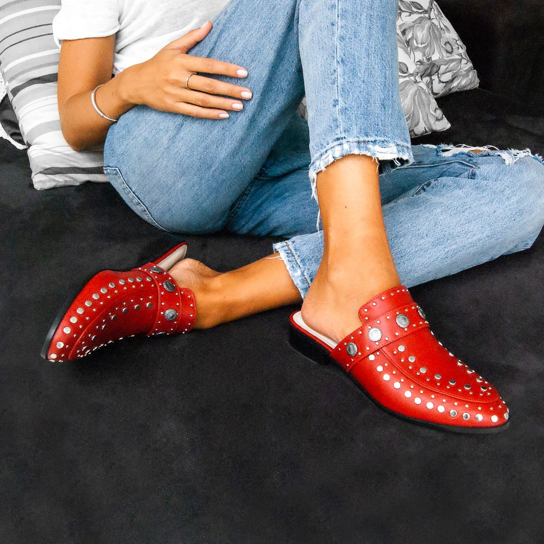 Mule Beta Studded Red